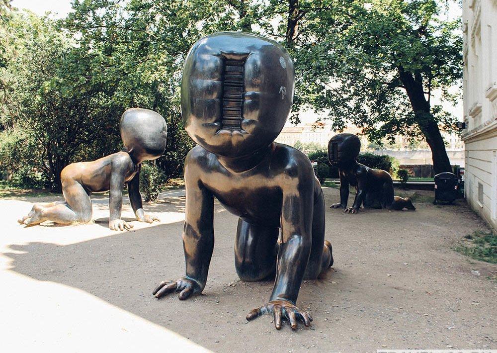 skulptura-mladenci-praga
