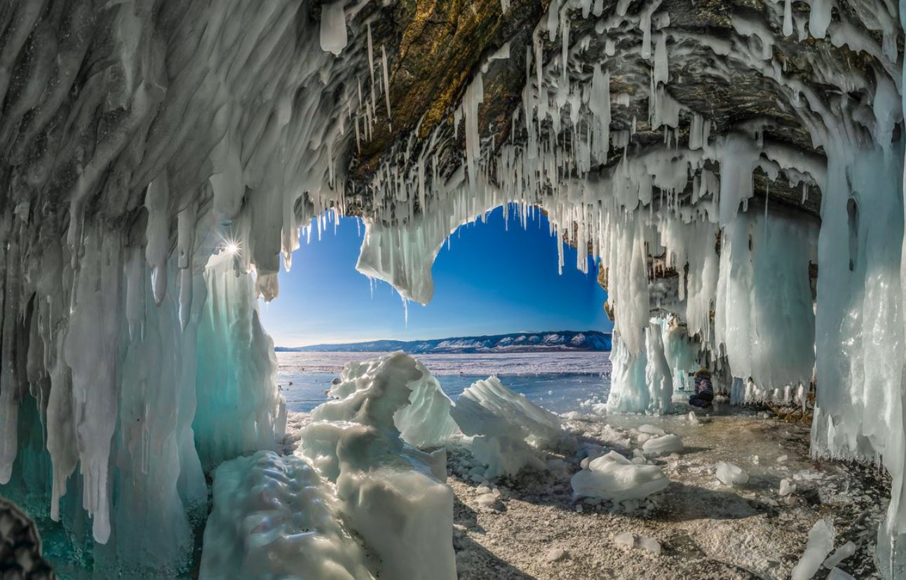 grot-baikal-zima
