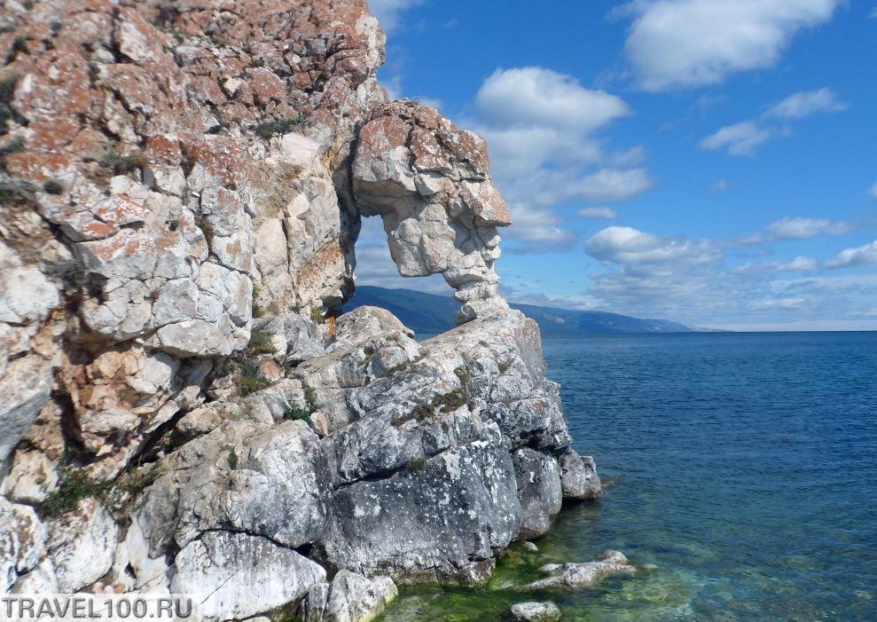 maloe more grot v zalive