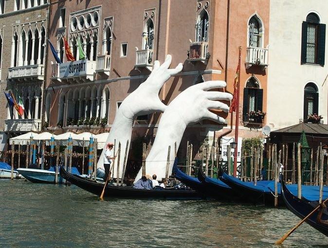 ruki v venecii podderzhka